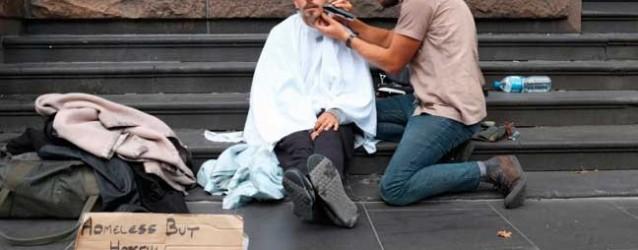 El peluquero de los sin techo